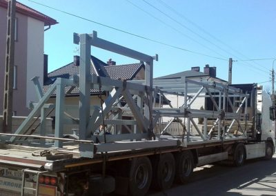 Większe konstrukcje o masie 2 ton gotowe do wysyłki